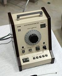 写真 : 電気味覚検査機